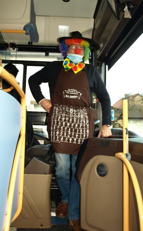 Marceau le clown chauffeur de bus.